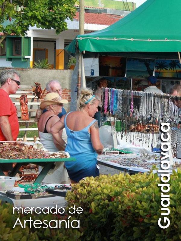 Guardalavaca - mercado de artesania
